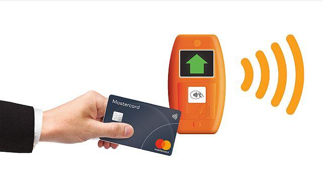 Жителей Твери предупредили о списании денег с банковских карт без их ведома