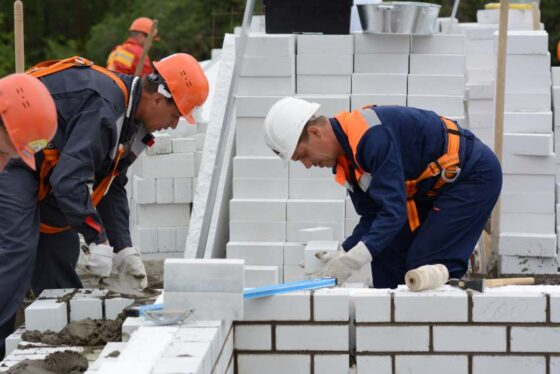 Тверским предприятиям не хватает инженеров и бетонщиков