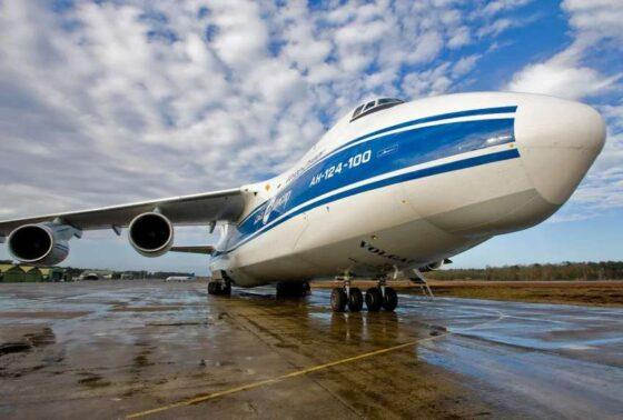 Над Тверью молодежь за штурвалами сверхтяжелых самолетов