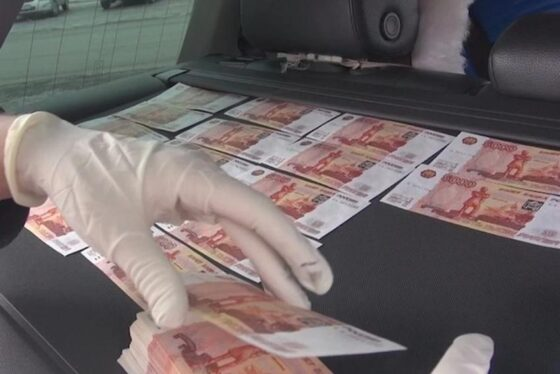 В Твери задержали продавцов фальшивых пятитысячных банкнот