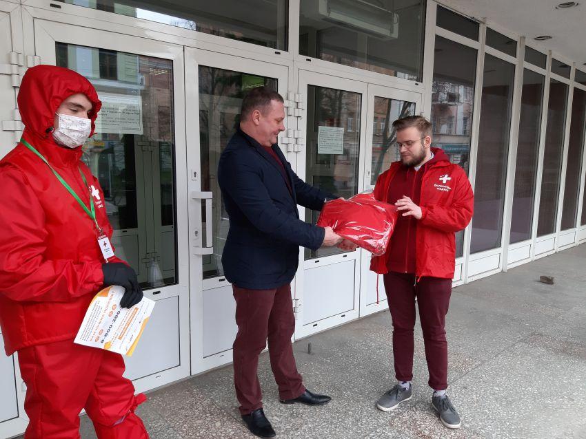 Тверские волонтеры-медики получили костюмы химзащиты