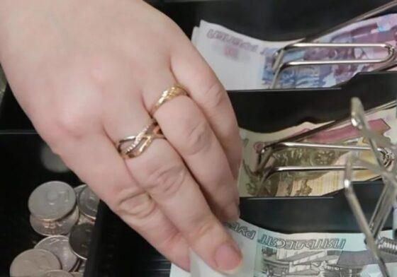 Девушку из Калязина подозревают в крупной краже денег из салона связи