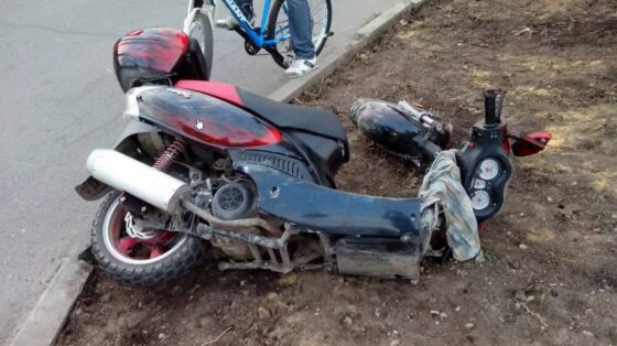 В Вышнем Волочке на выезде с парковки погиб водитель мопеда