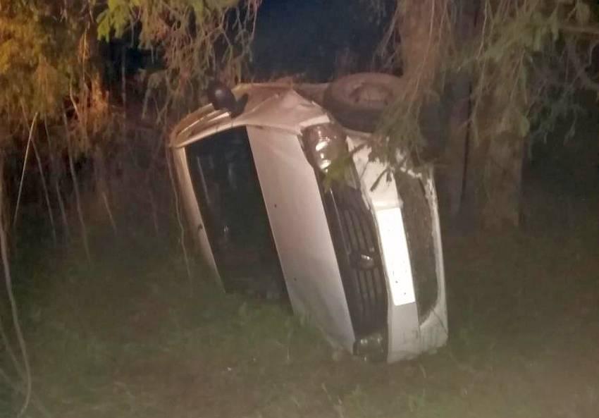 Под Тверью непристегнутый водитель отправился в кювет вместе с автомобилем