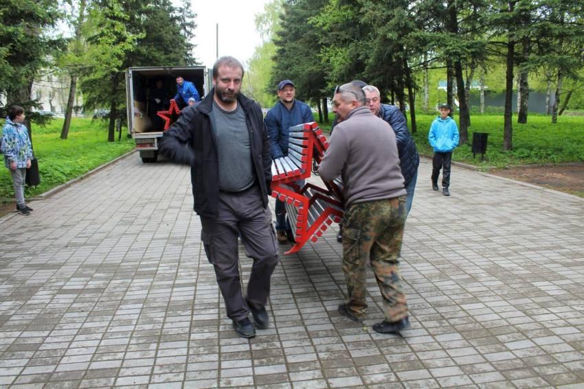 В Твери и районе началась установка скамеек памяти