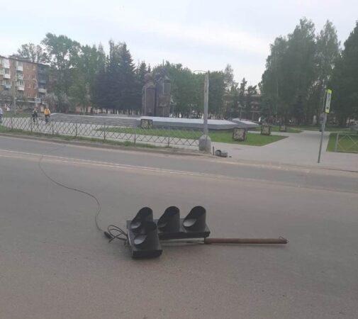 В Тверской области  на пешехода упал светофор