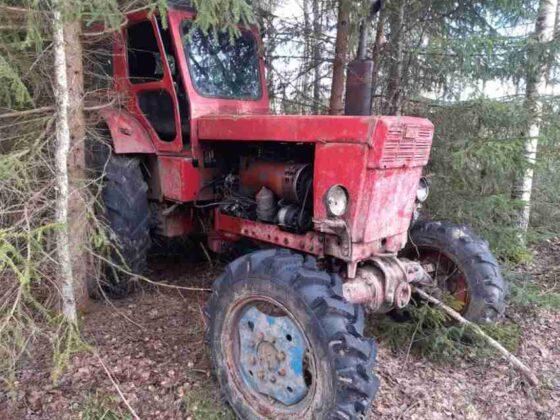 В Тверской области  рецидивист угнал сразу два  трактора