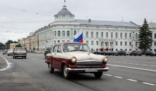 В Твери по городу проехали ретро-автомобили. Фото