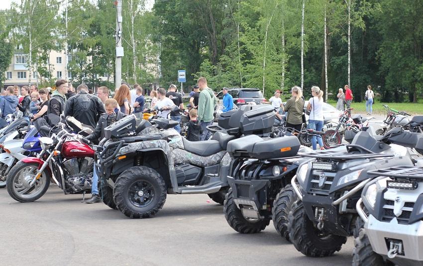 Ржевские байкеры выехали на площадь