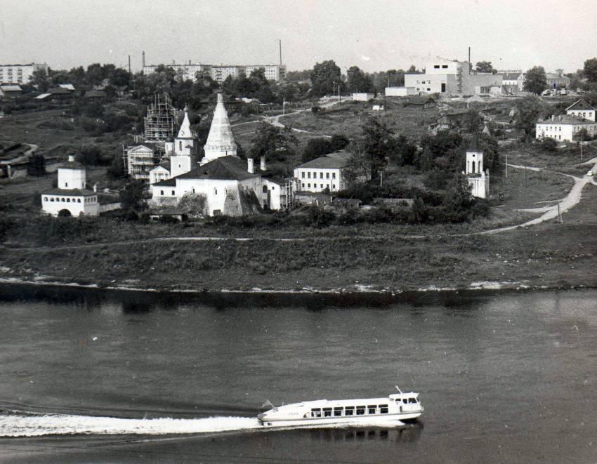 Портреты берегов: Волга в Старице