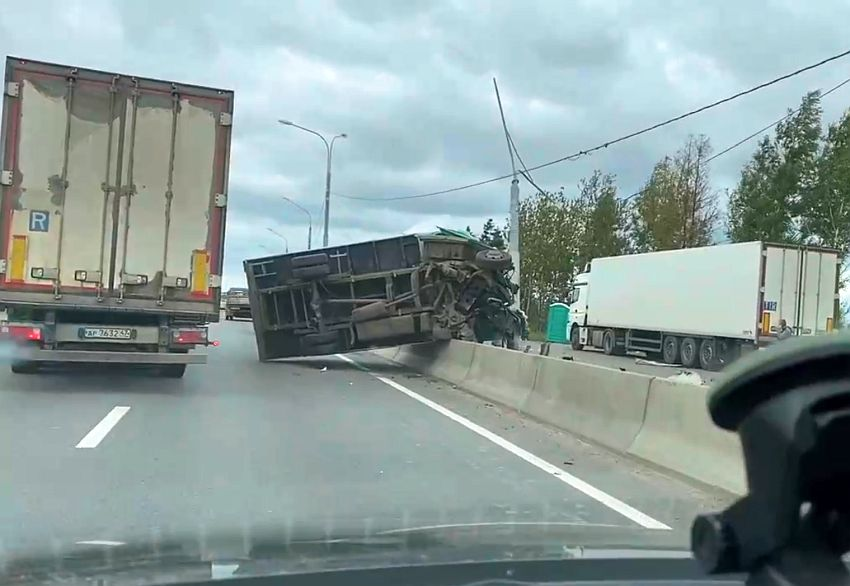 На трассе «Россия» в Твери образовалась пробка