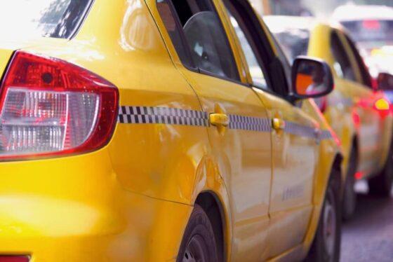 В России предложили ввести в такси ответственность за здоровье пассажиров