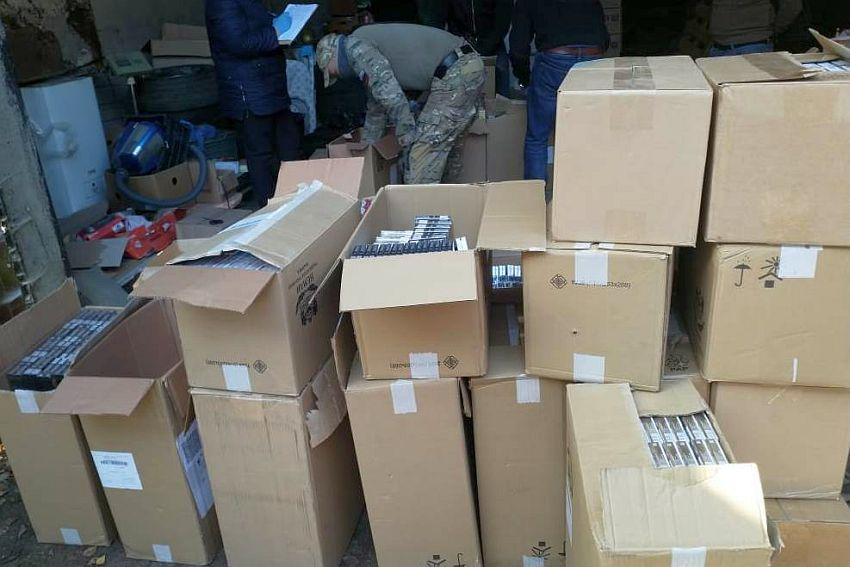 В Тверской области задержали продавца с тоннами фальшивого алкоголя и сигарет