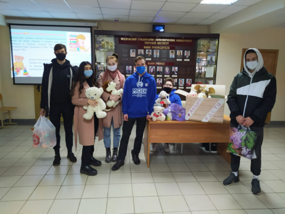 Тверские волонтеры передали книги и игрушки в школу-интернат