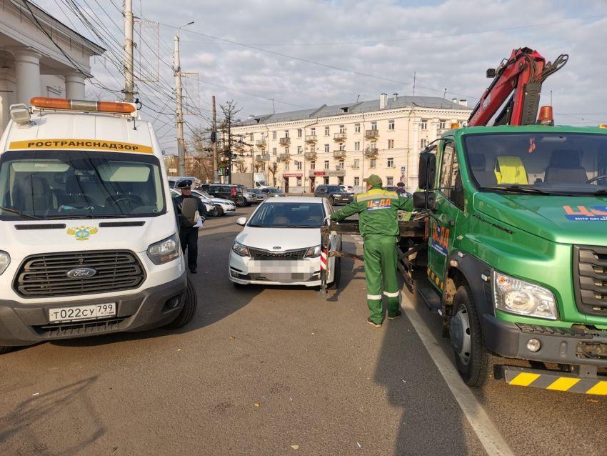 ГИБДД в Твери ловит таксистов без лицензии