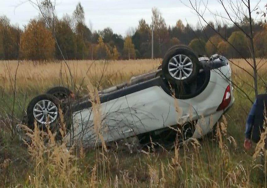 В Тверской области пьяный водитель перевернул автомобиль