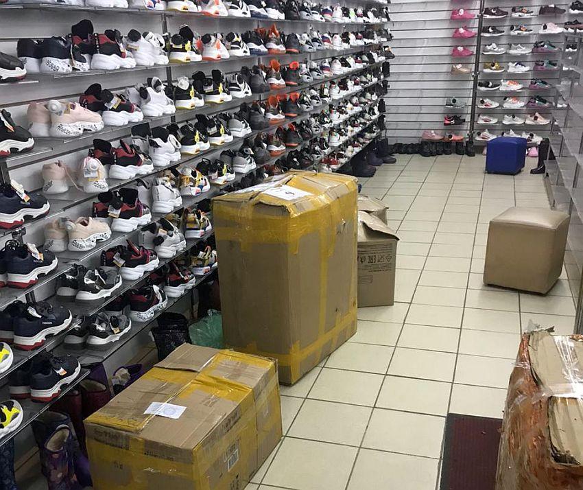 В Твери накрыли крупнейший центр торговли контрафактом
