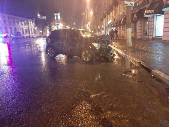 В центре Твери - серьезная авария, пострадали три человека