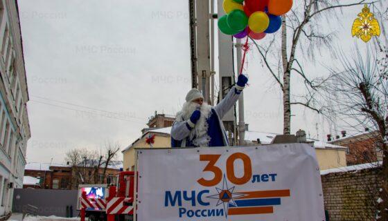 Сотрудники МЧС Тверской области поздравили больных COVID-19