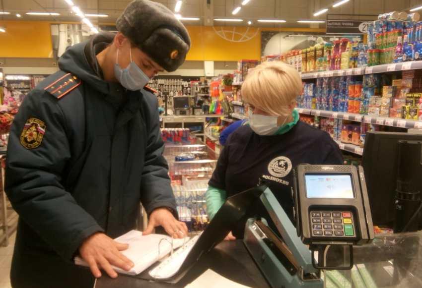 Чтобы не спалиться: МЧС по Тверской области проверяет магазины с пиротехникой