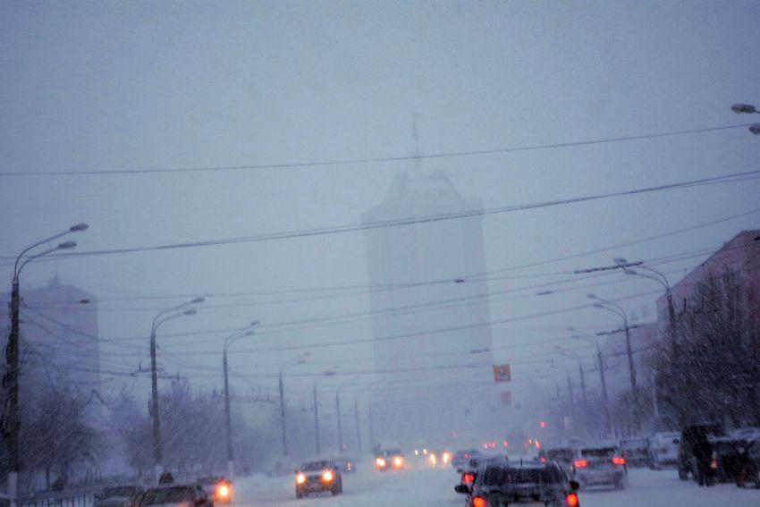 Первый снегопад и расчистка улиц в Твери: всё как всегда