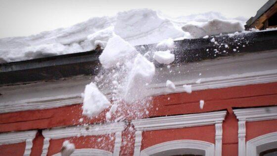 После падения на голову  девочки ледяной глыбы в Бологовском районе возбуждено уголовное дело