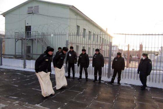 Заключенные Тверской области залезли в мешки