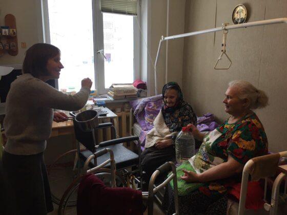 В Тверской области святую воду развезли  по больницам и домам престарелых