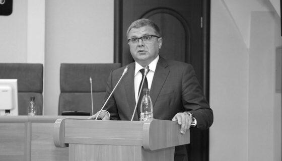 Погибшего в аварии спикера Ярославской Думы похоронят в Кимрах