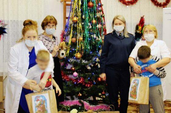 В Тверской области дети получили подарки от осужденных женщин