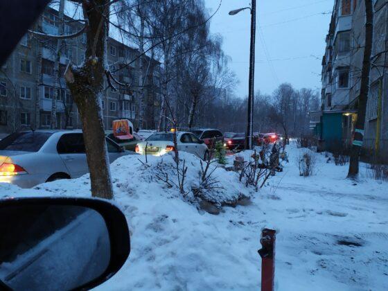Тихий двор на улице Склизкова в Твери превратился в автостраду