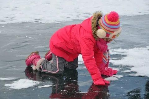 Тверичанин спас провалившуюся под лед  девочку
