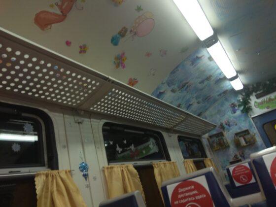 Вагоны электрички Москва - Тверь превратили в детский уголок