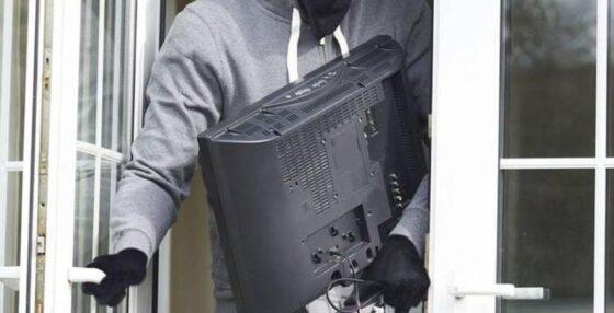 Житель Конаково обокрал мертвую соседку
