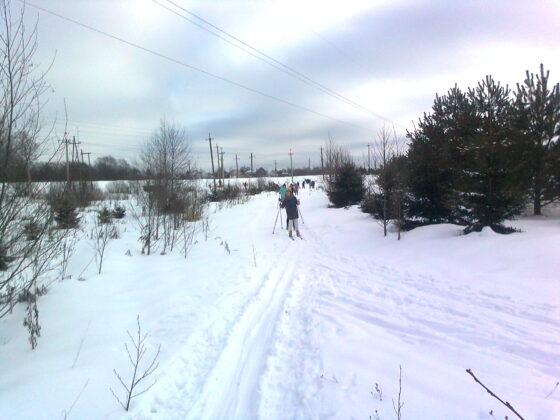 В Лихославле дети занимаются физкультурой под высоковольткой