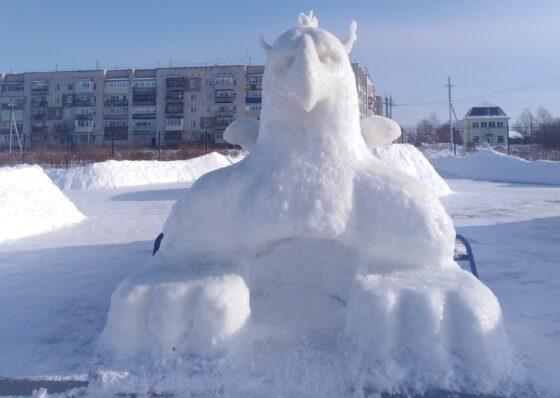 В Калязине умельцы  слепили  гигантского снежного  грифона
