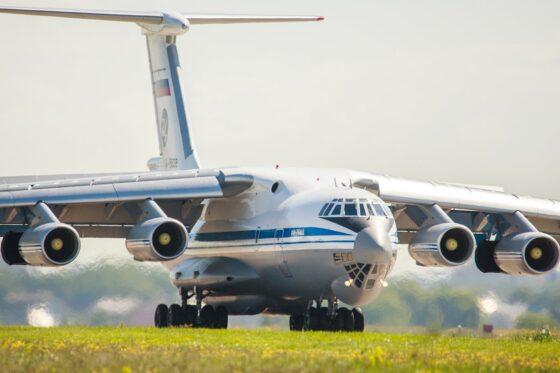 В Тверской области экипажи Ил-76 провели вылеты в боевых порядках