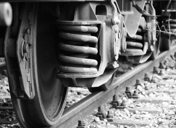 В Тверской области водитель  легковушки  спас пенсионера  от гибели под колесами поезда