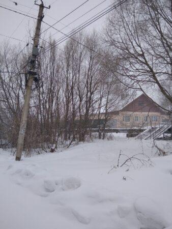 Жители Бежецка жалуются на покосившиеся столбы