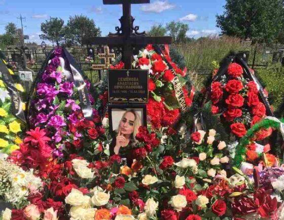 Мама зверски убитой в Оленино девушки собирает деньги на памятник дочери