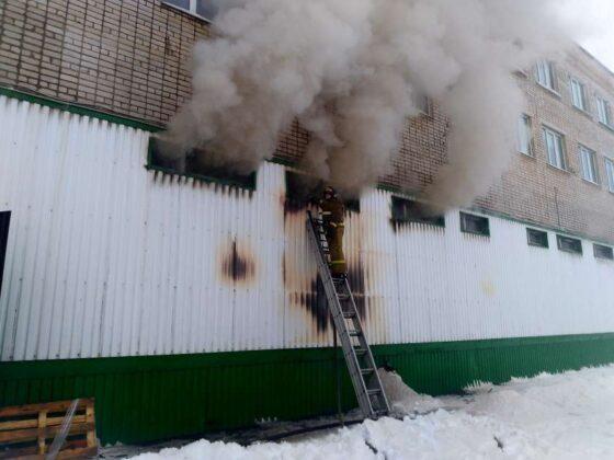 Из-за газовой горелки в Кимрах загорелся склад с продукцией