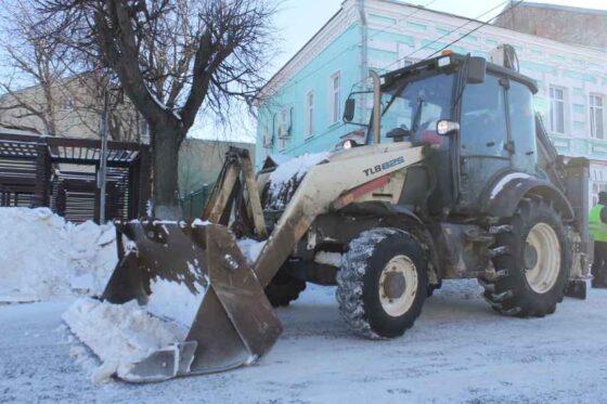 Более 2 тысяч кубометров снега вывезли с улиц Твери за одну ночь