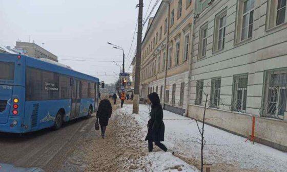 ГИБДД Тверской области предупреждает: за выброс снега на дорогу – штраф