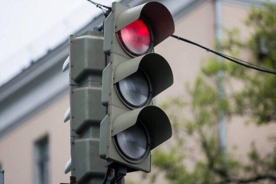 В Твери модернизируют светофор на площади Терешковой