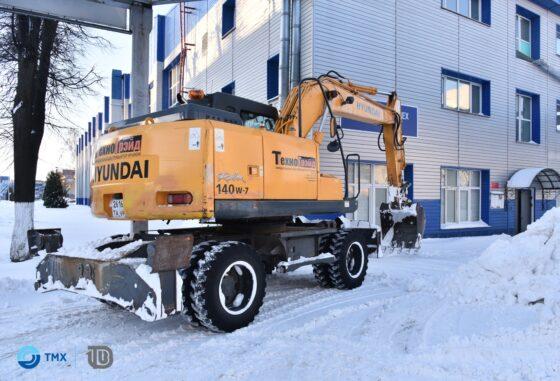 На Тверском вагонзаводе снег убирают 16 машин