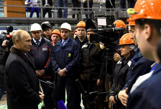 Тверские вагоностроители организовали флешмоб, чтобы поддержать Путина