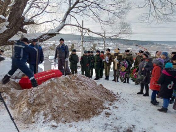 Останки красноармейца, найденные в Зубцовском районе, перезахоронили в Златоусте