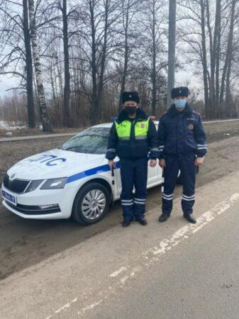 Полицейские не дали водителю замерзнуть в Тверской области