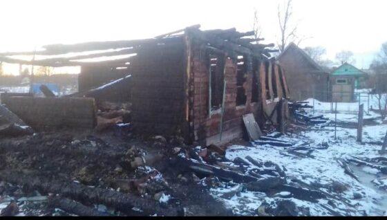 Сгорело все: многодетной семье из Торжка нужна помощь вещами, обувью и ползунками