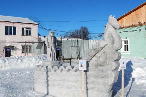 Бежецкие заключенные слепили Афанасия Никитина и выиграли конкурс снежных фигур